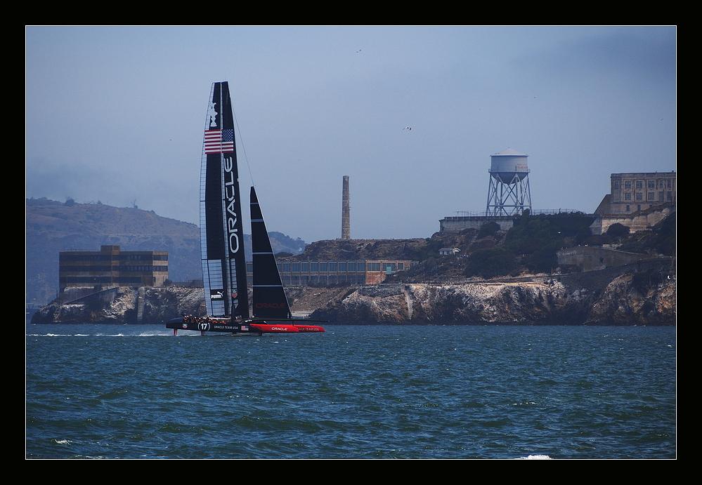 ORACLE Team vor Alcatraz