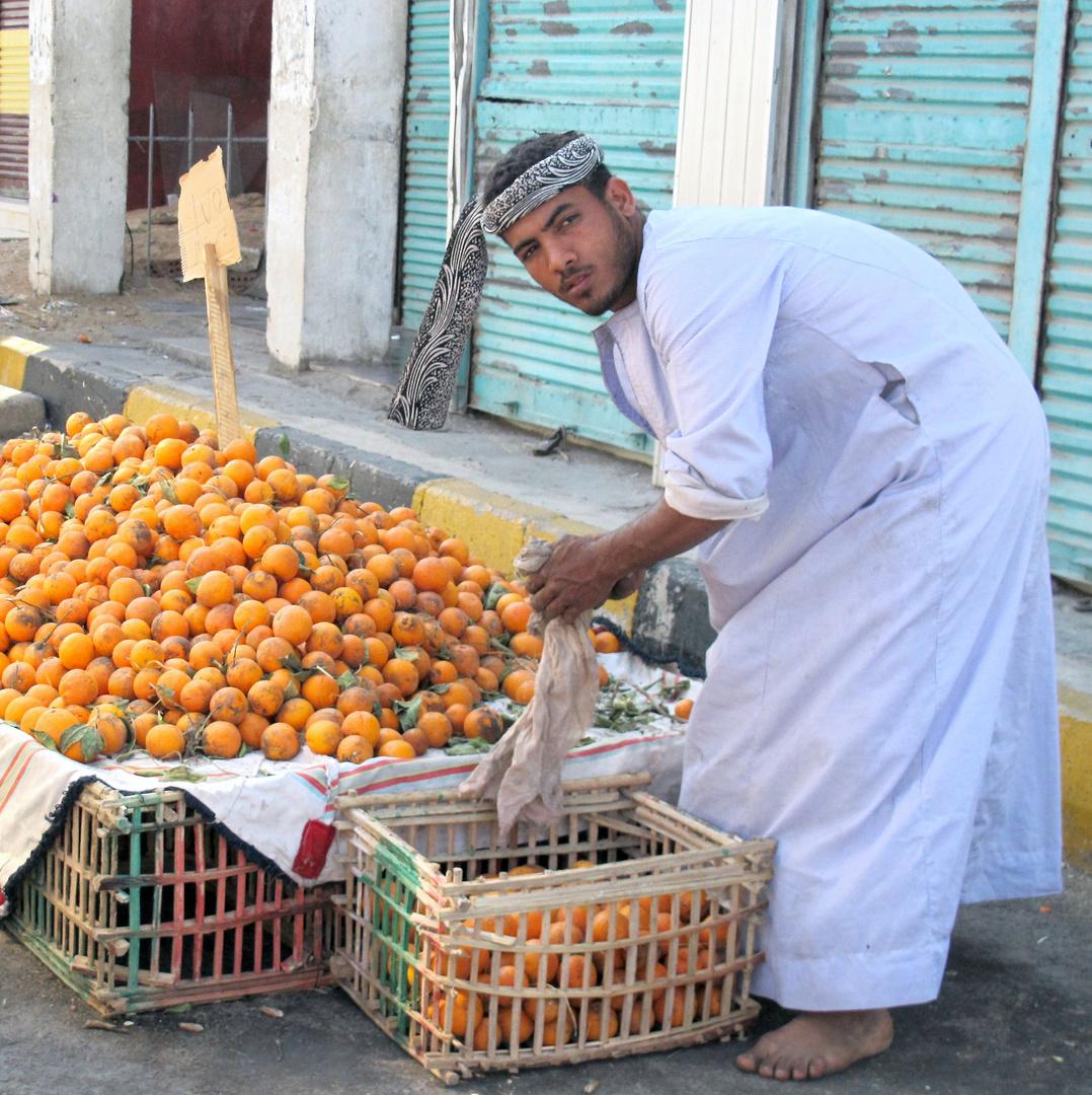 Orangenhändler auf dem alten Markt von Safaga