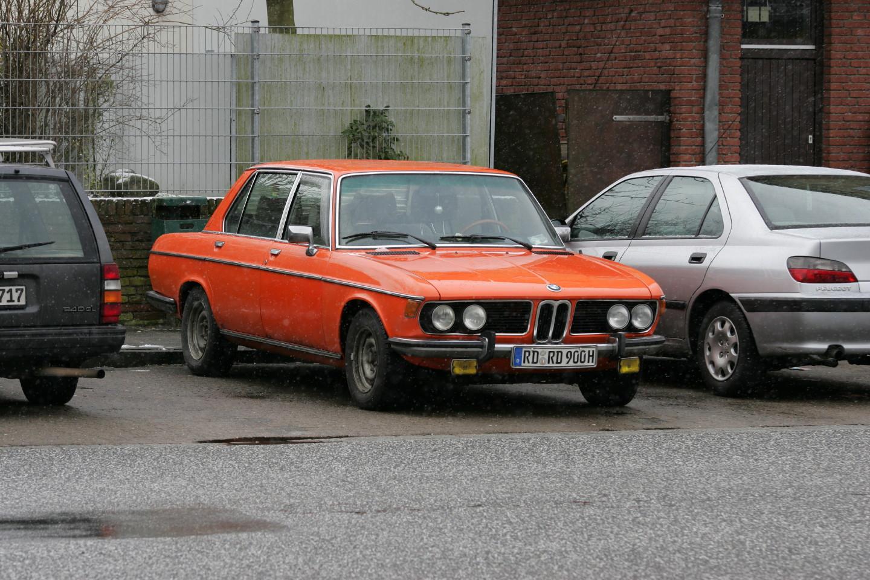 oranger BMW der Baureihe E3