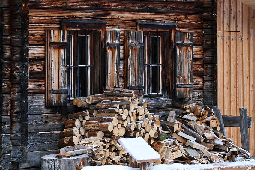 Ordentlich Holz vor der Hütte:-)