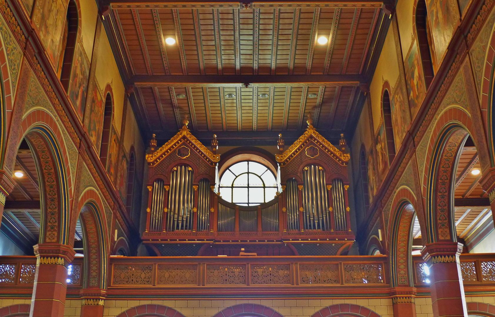 Orgel und Empore