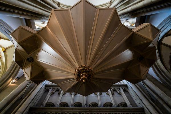 Orgelansicht mal anders  (von unten nach oben, ein Blick in das zweite Bild hilft auch weiter)