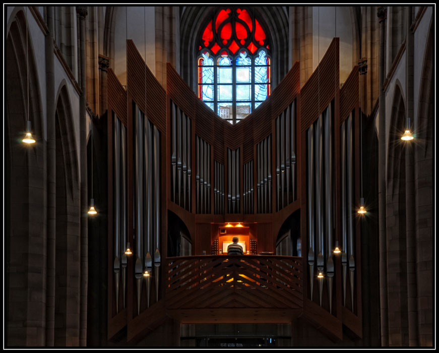 Orgelspieler bei der Arbeit
