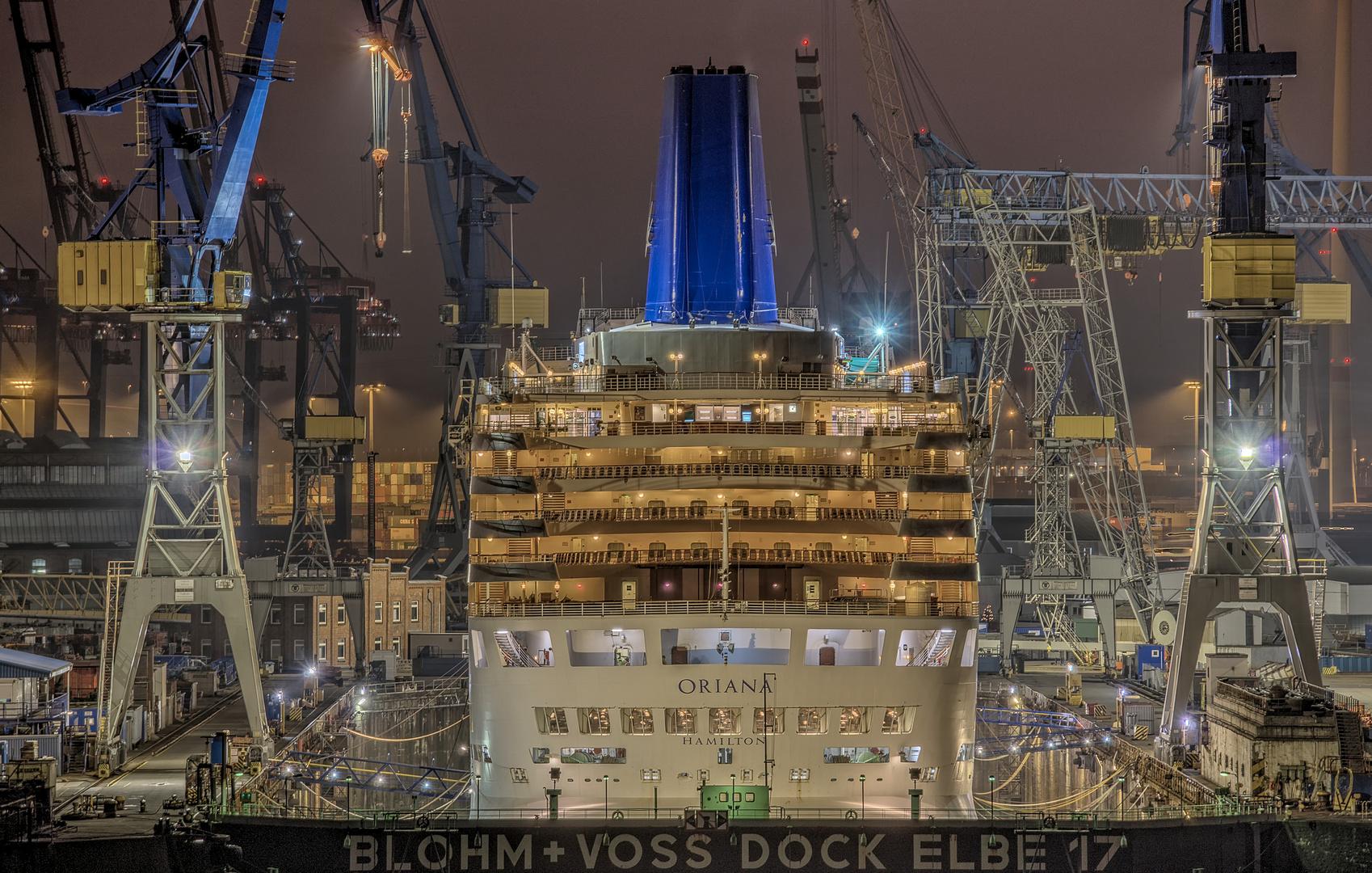 ORIANA im Dock Elbe 17