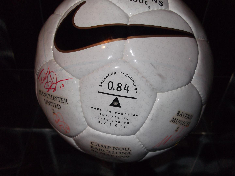 Original Spielball - legendäres CL Endspiel Bayern - ManU 1:2
