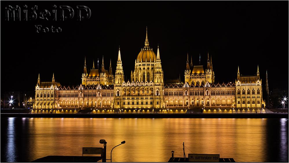 Országház - Parlamentsgebäude Budapest