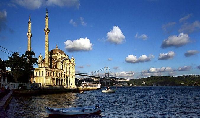 Ortaköy-Moschee und Bosporus-Brücke