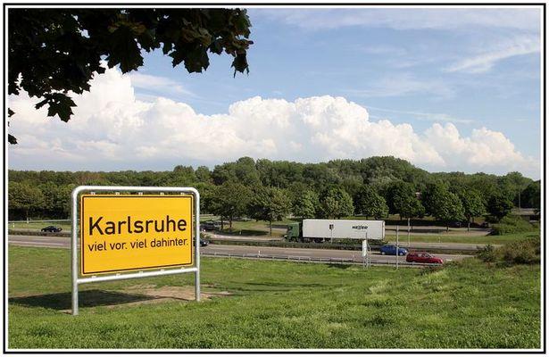 Ortsschild von Karlsruhe