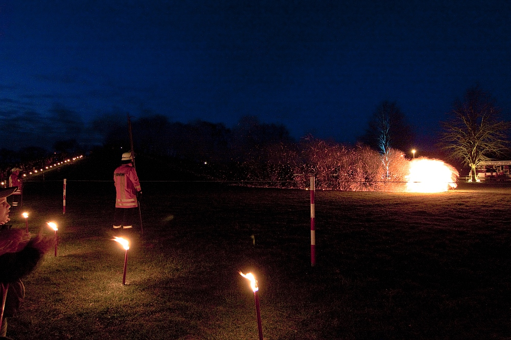 Oster-Feuerräderlauf 01 in Leeste