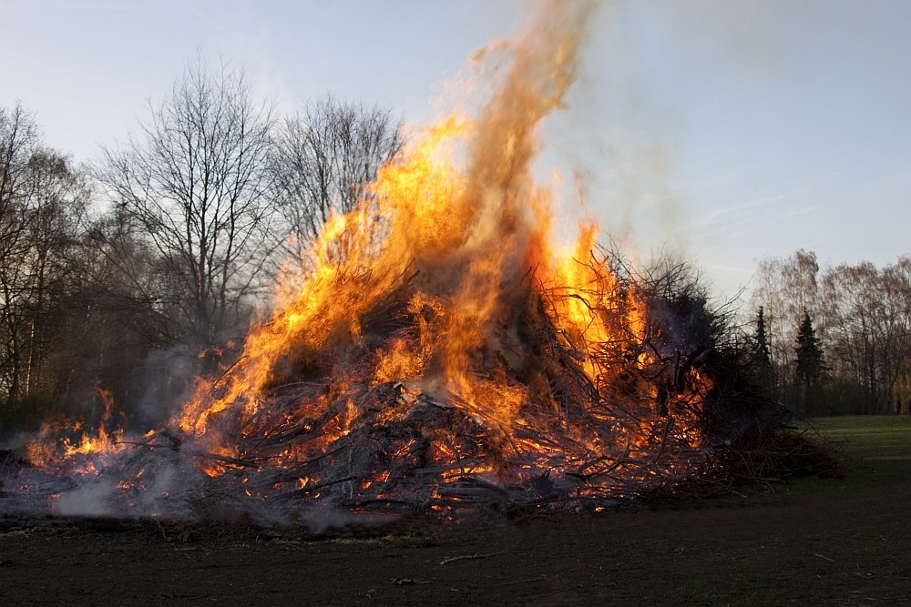 Osterfeuer 02 in Leeste