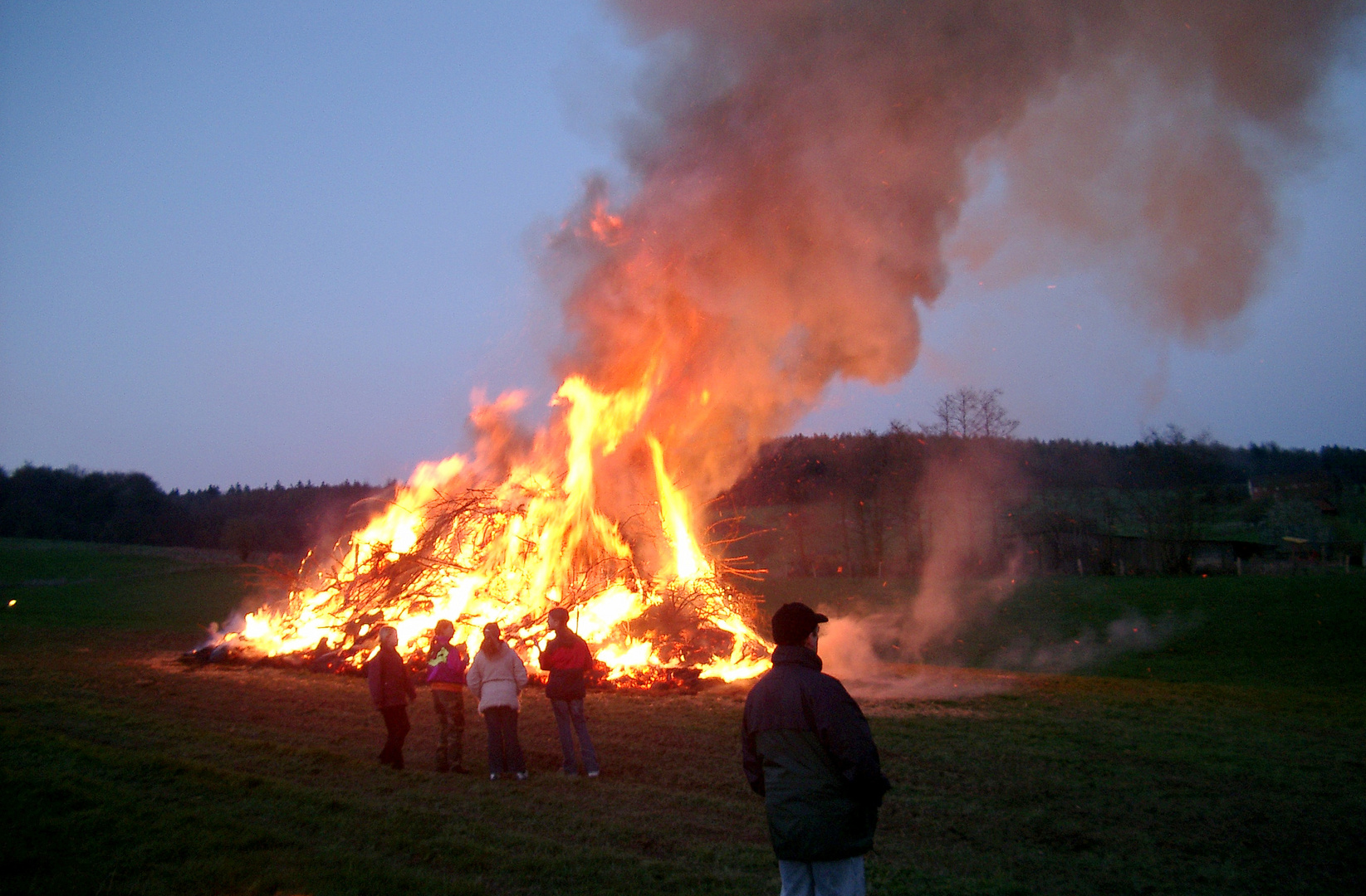 -Osterfeuer im Solling-