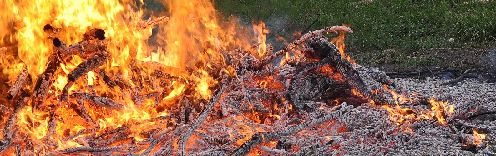 Osterfeuer im vergehen noch schön