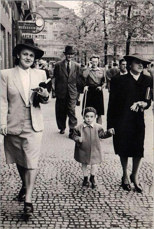 Ostern 1943.