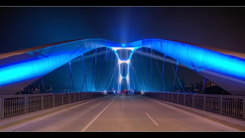 Osthafenbrücke 7
