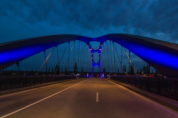Osthafenbrücke bei Nacht zur Luminale 2014