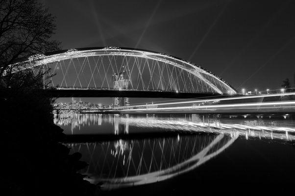 Osthafenbrücke Frankfurt bei Nacht