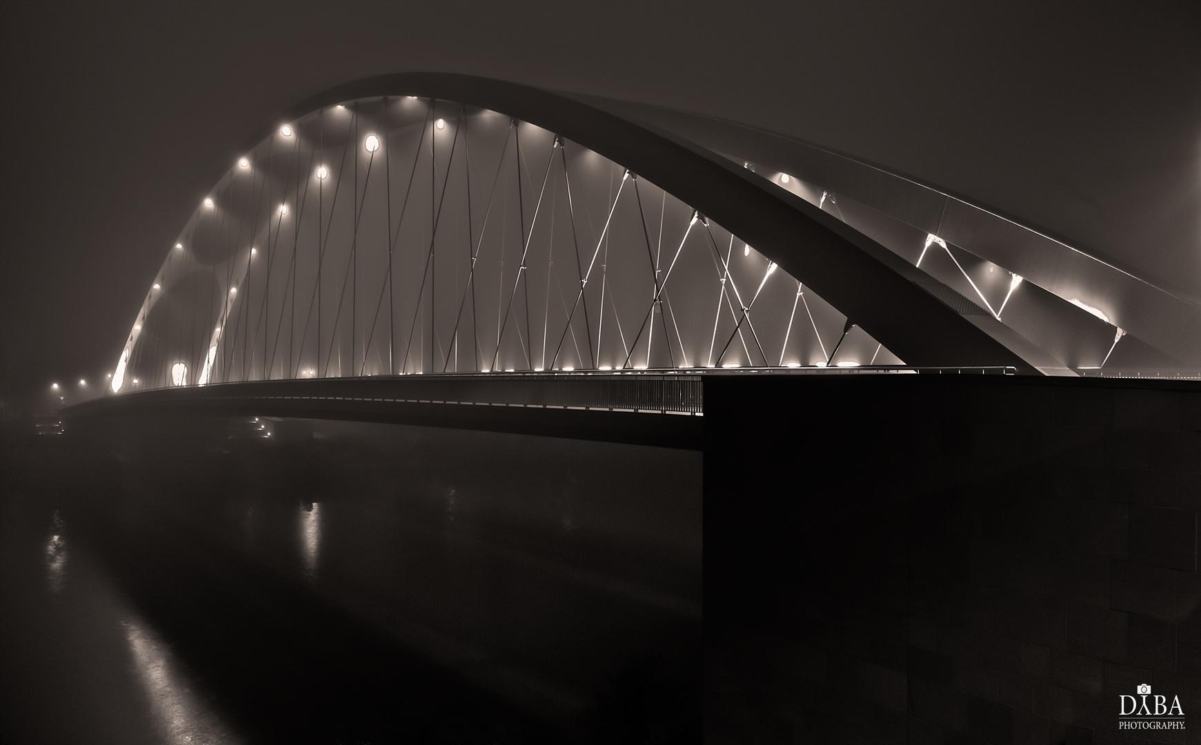 Osthafenbrücke im Nebel