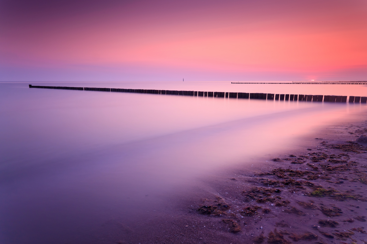 Ostsee ,Sonne geht gerade auf.