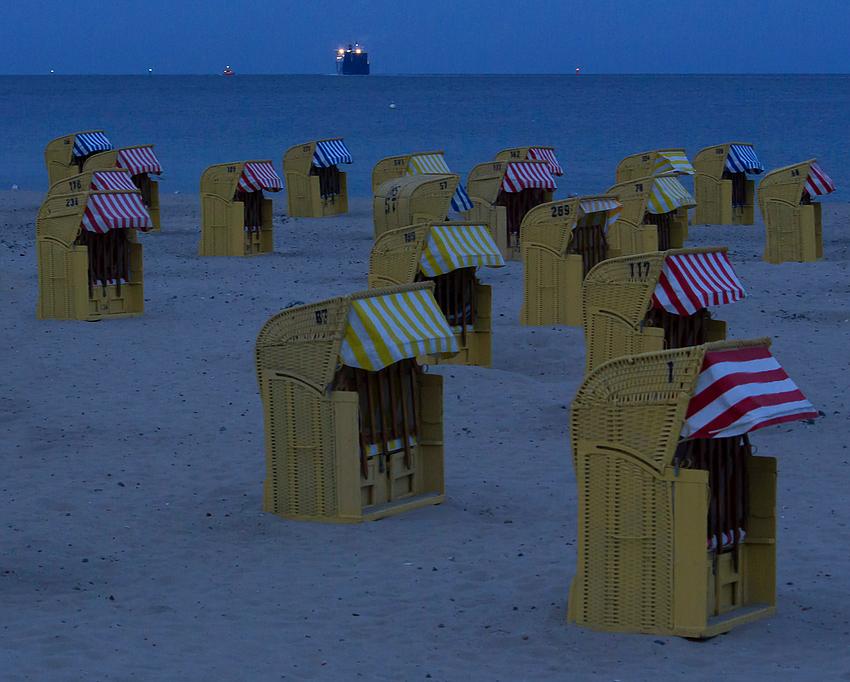 """Ostseestrand zur """"Blauen Stunde"""""""