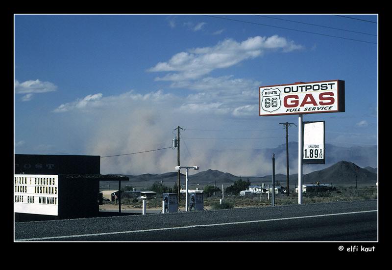 outpost gas fullservice und sandsturm auf der route 66