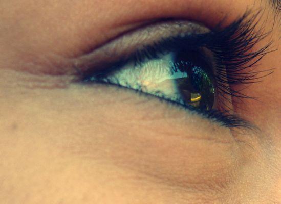 ouvre les yeux avec les gens que tu aimes pas avec les gens que tu crois aimer!!!
