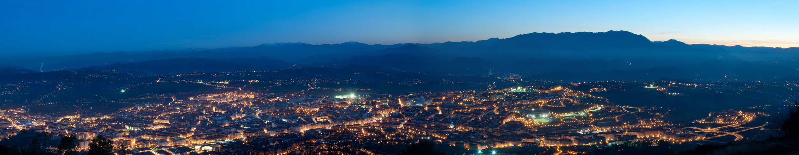 Oviedo nocturno