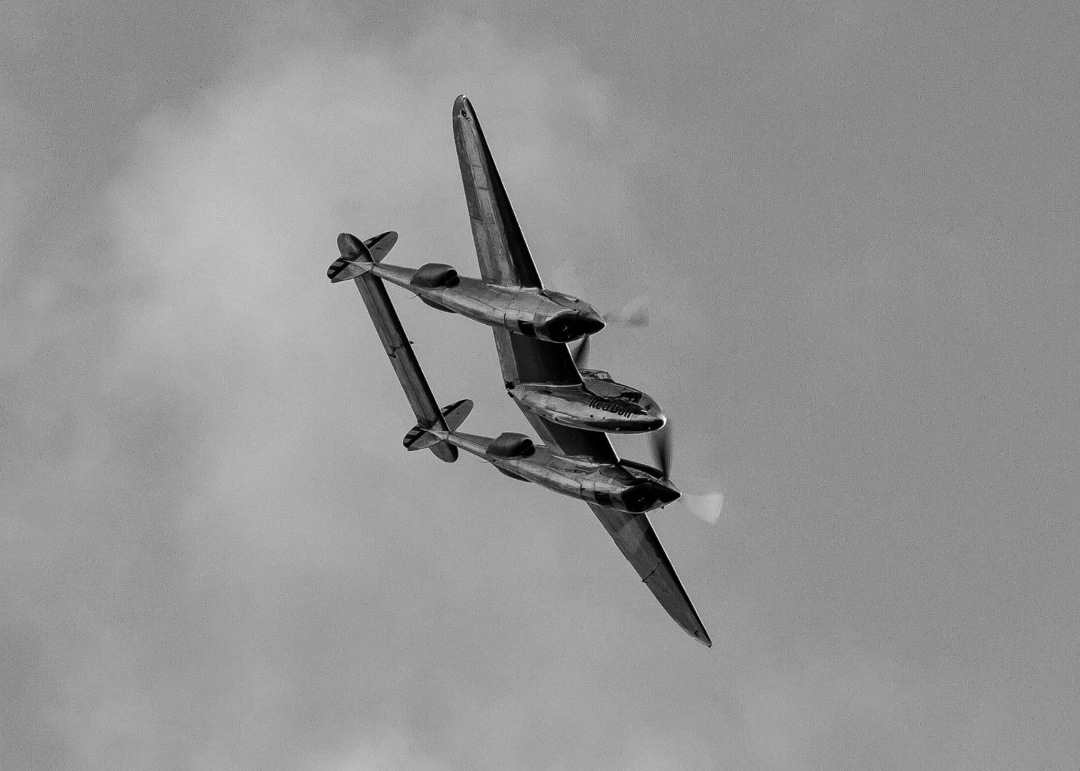 P-38 im sturzflug