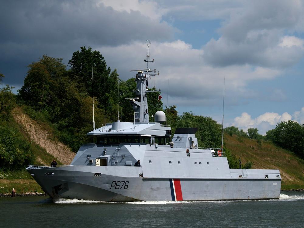 P 676 französisches Fischereipatrollienboot FLAMANT auf dem Nord-Ostsee-Kanal.