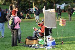 *P* Gespräch Park K21 Sept2010 Stuttgart