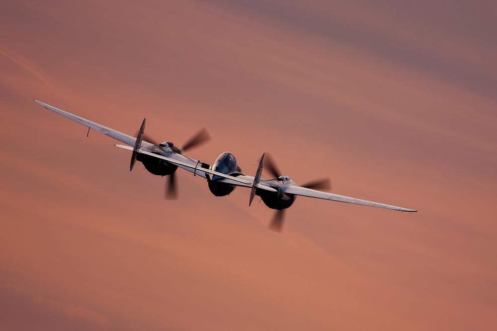 P38 Lightning im Sonnenuntergang