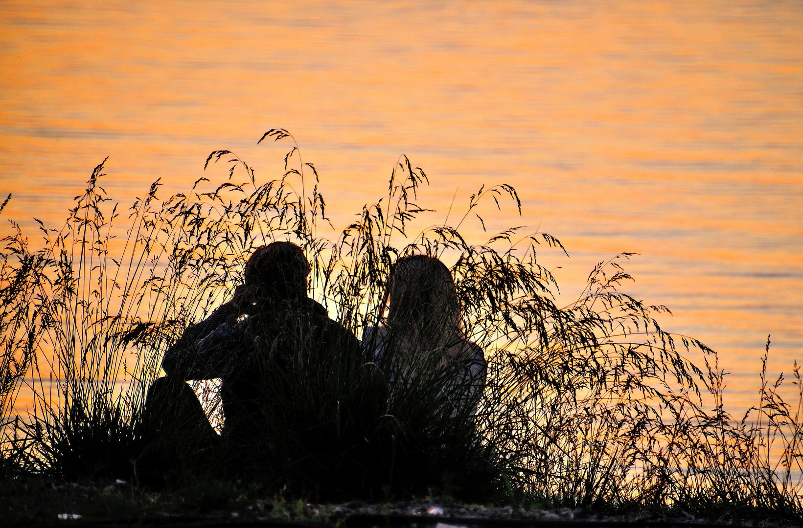 Paar im Abendlicht