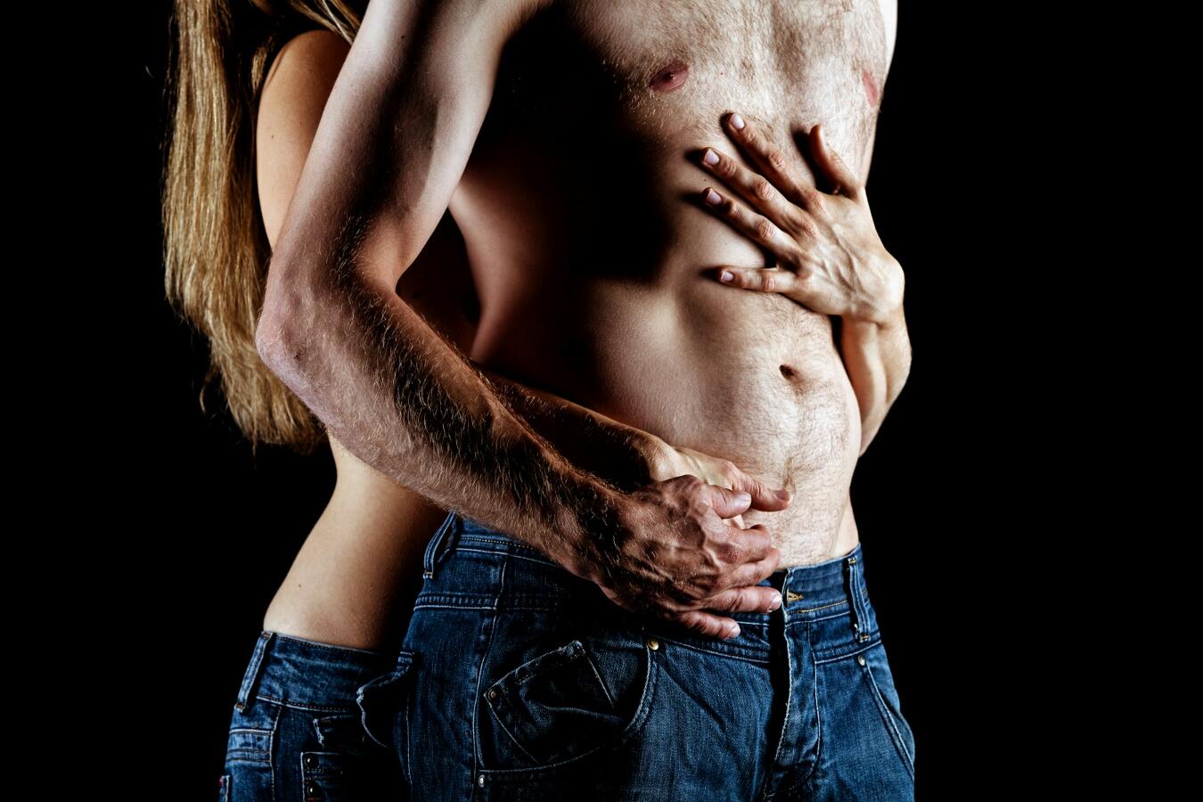 Paar mit Egypter auf der Brust
