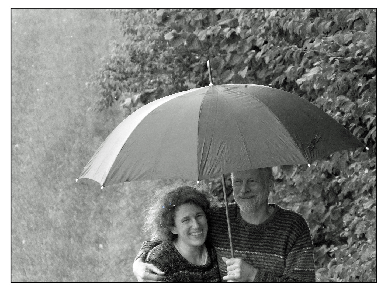 Paarglück im Regen