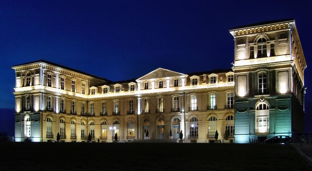 Palais du Pharo zur Blauen Stunde