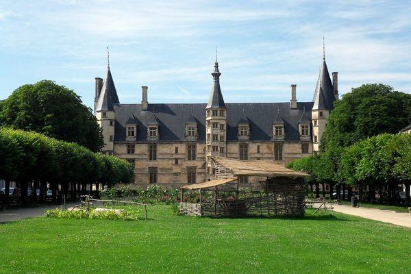palais Ducal , Nevers 58000