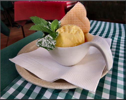 Palla di gelato italiano.