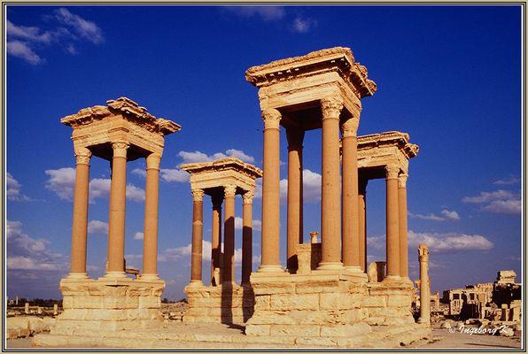 Palmyra - Tetrapylon - steht an der Kreuzung zweier Hauptstraßen der Stadt