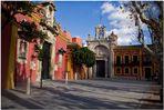 Palomas frente al Gran Poder. Sevilla tiene un color especial...