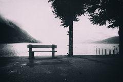 Panchina con vista sul lago