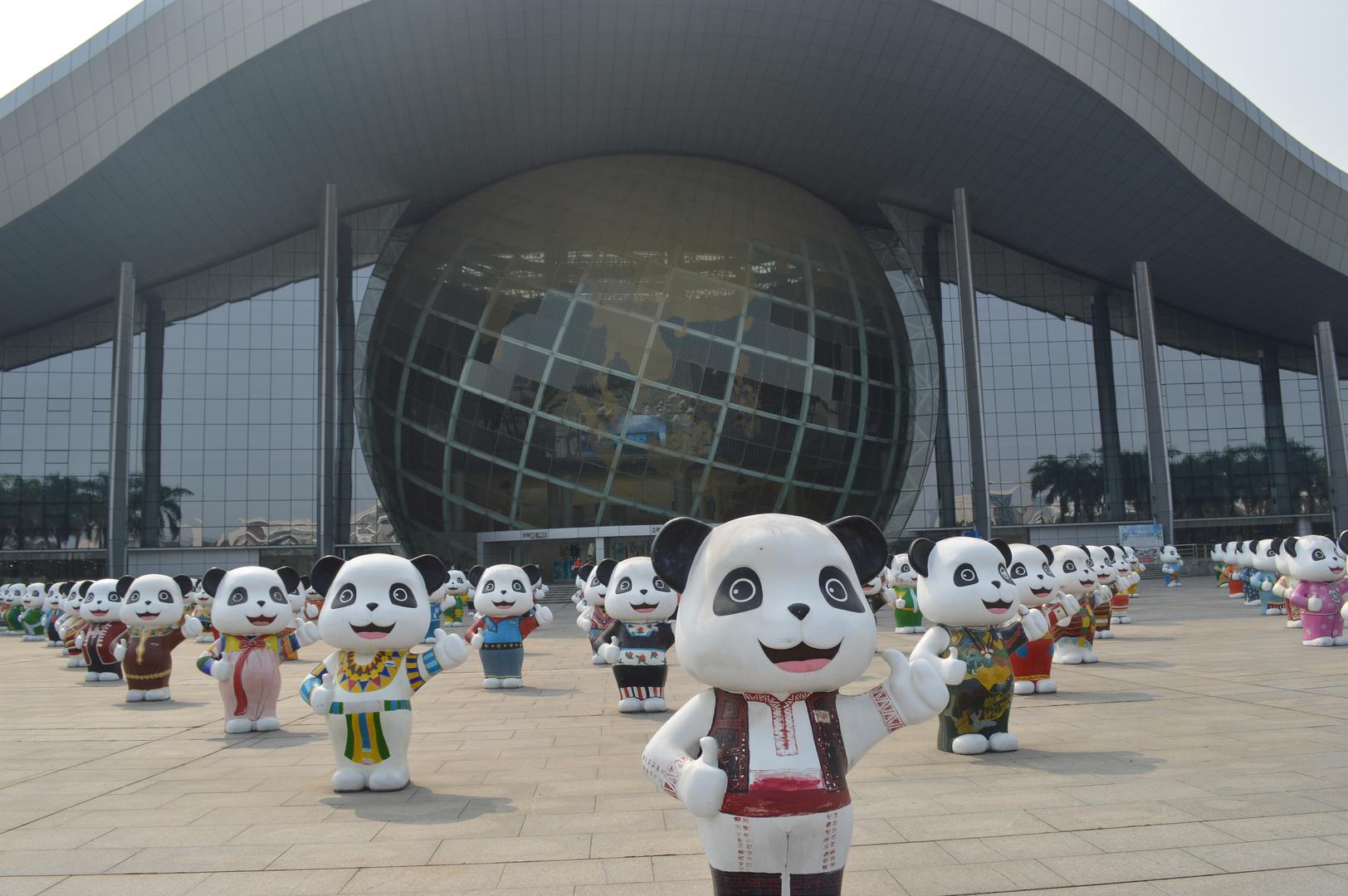 Pandas vor dem Science Center in Guangzhou