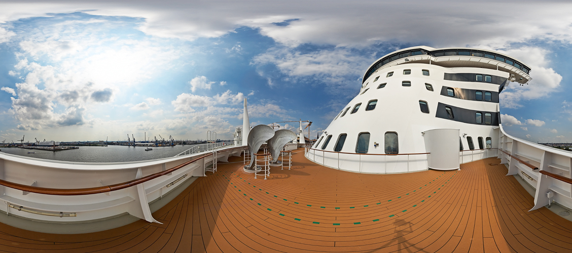 Pano: Queen Mary 2, 7 vorne