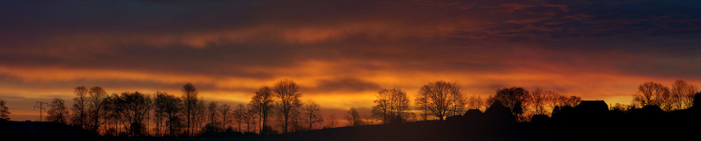 Panorama bei Wengi im Morgenrot