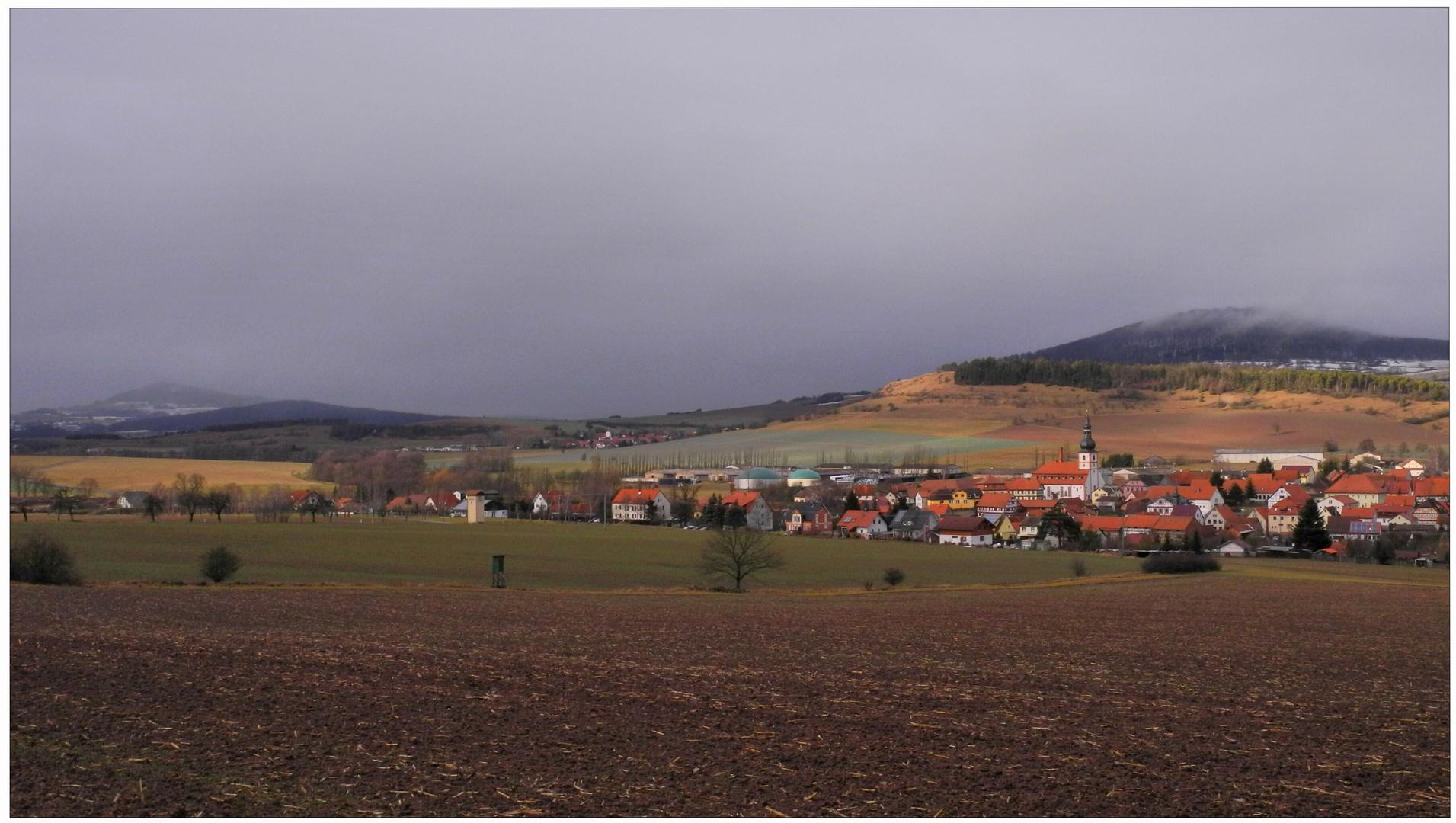 panorama con vista a mi pueblo (Landschaft mit Blick auf mein Dorf)