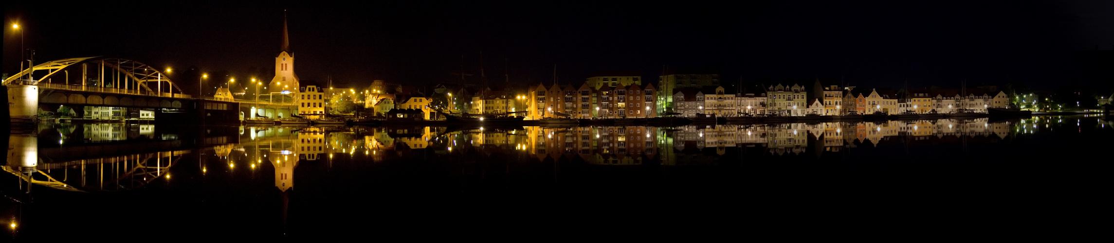 Panorama : Dänemark, Sonderburg Hafen bei Nacht einen Nacht im Juli 2010
