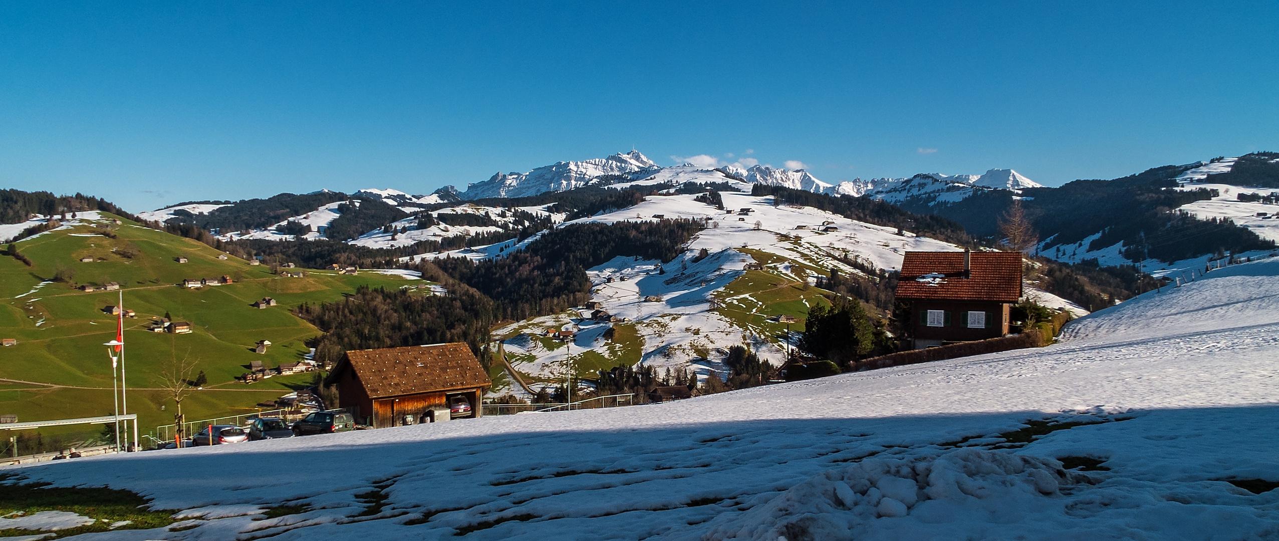 Panorama: Der Alpstein von Süden (mit Säntisgipfel)