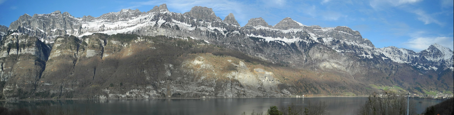 Panorama der Churfirsten bei Föhn