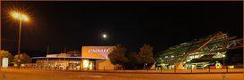 Panorama des Cinemax in Wuppertal mit Schwebebahnhaltestelle von Bulldog