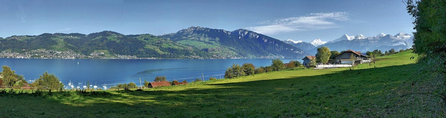 Panorama  des unteren Thunersees und den Berner-Alpen