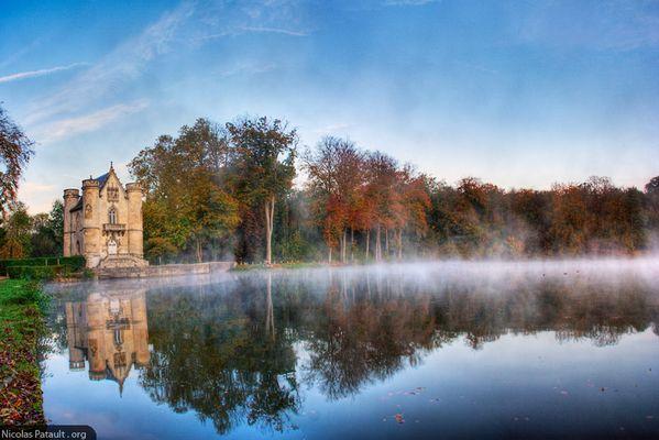 Panorama du chateau de la Reine Blanche aux Etangs de Commelles
