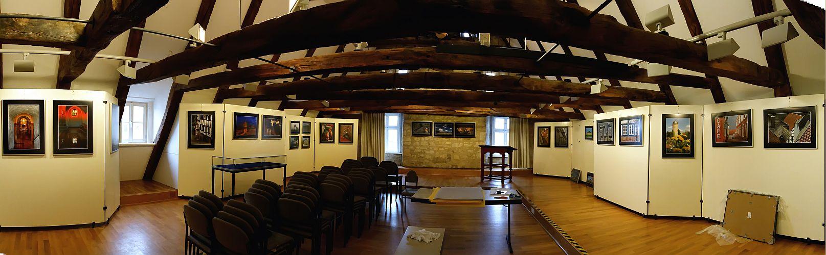 Panorama einer Ausstellungsvorbereitung